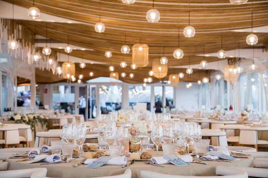 Montaje de salón para banquete de boda